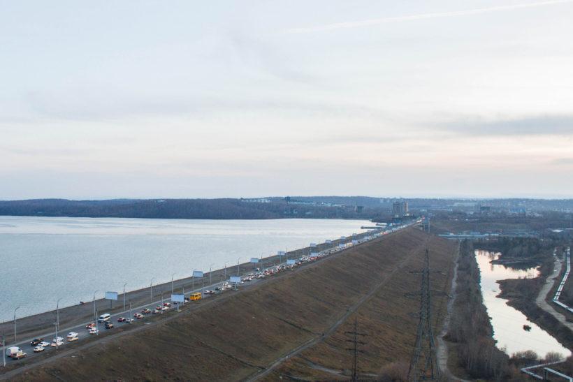 Скорость на плотине ГЭС в Иркутске ограничат до 40 км/ч