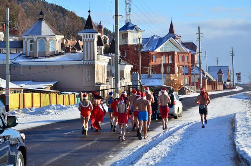 Иркутян приглашают на традиционную предновогоднюю пробежку в купальниках