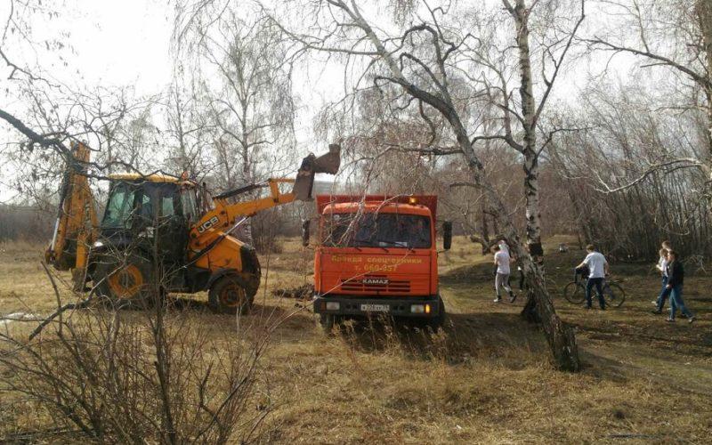 200 волонтеров убрали сад Томсона в Иркутске