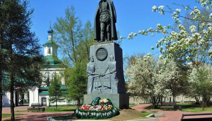 Суд решил оставить памятник Колчаку в Иркутске