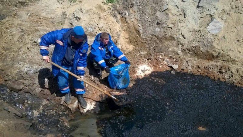 На месте разлива нефти в Усольском районе продолжаются работы