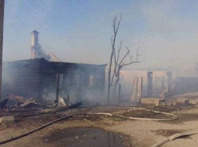 Три жилых дома горели в поселке Максимовщина Иркутского района