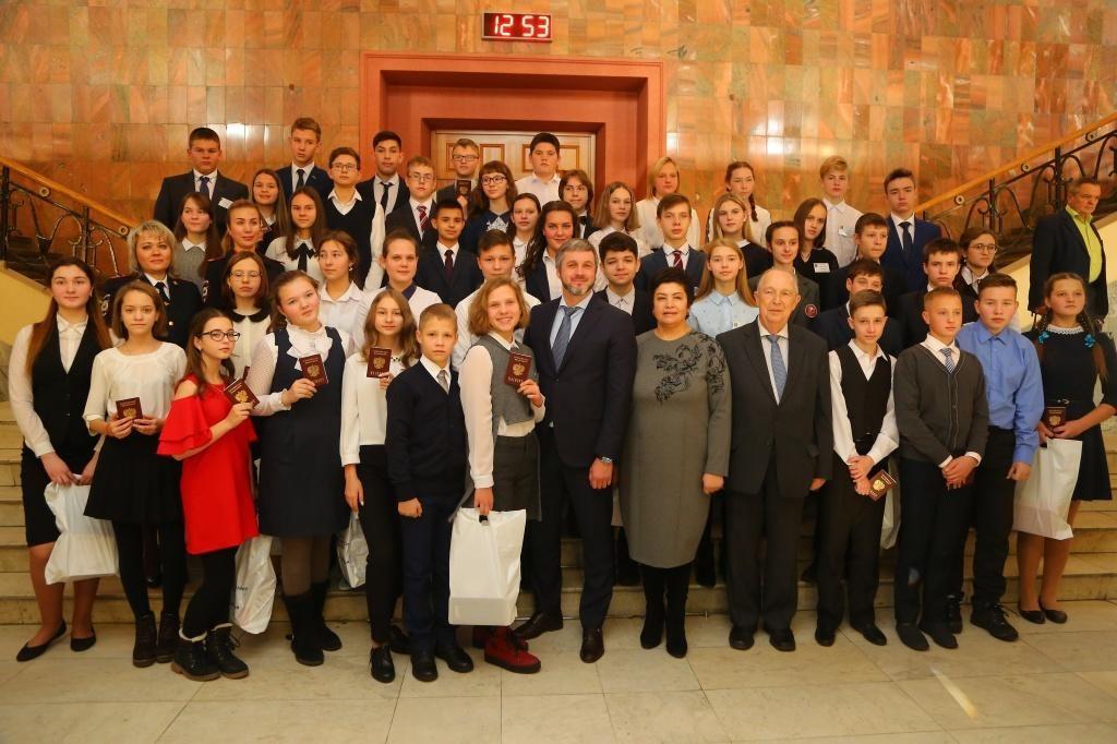 Двух детей-героев наградили в правительстве Иркутской области