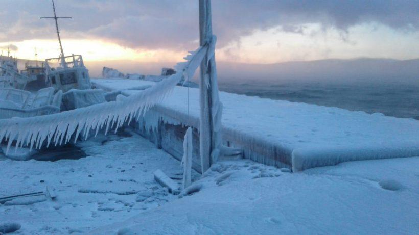 Из-за морозов приостановлены поиски катера, пропавшего на Байкале