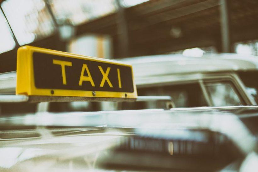 Трое подростков из Иркутска подозреваются в угоне автомобиля службы такси