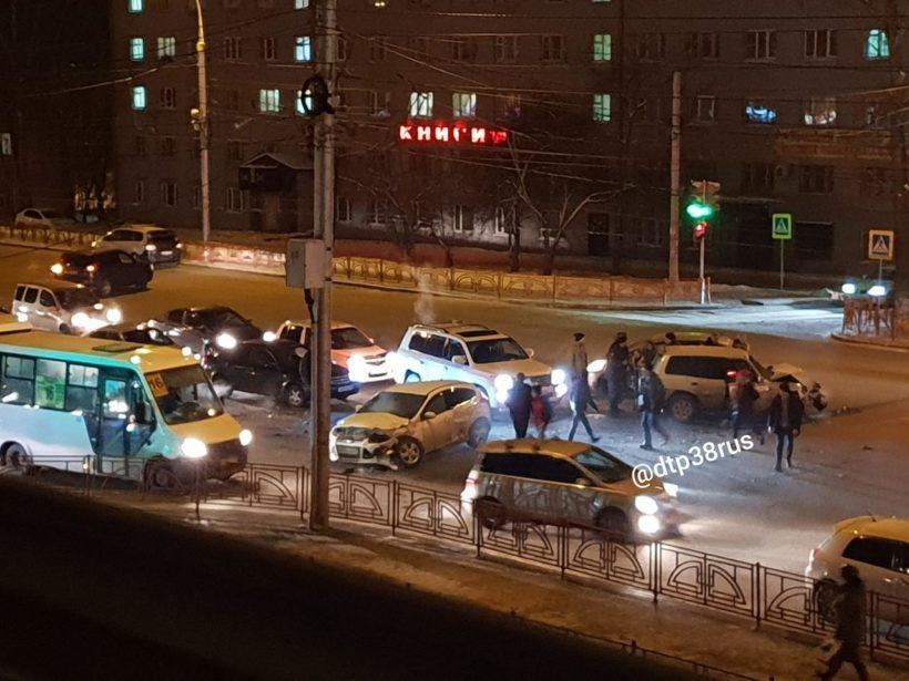 Двое детей пострадали в ДТП на улице Байкальской в Иркутске