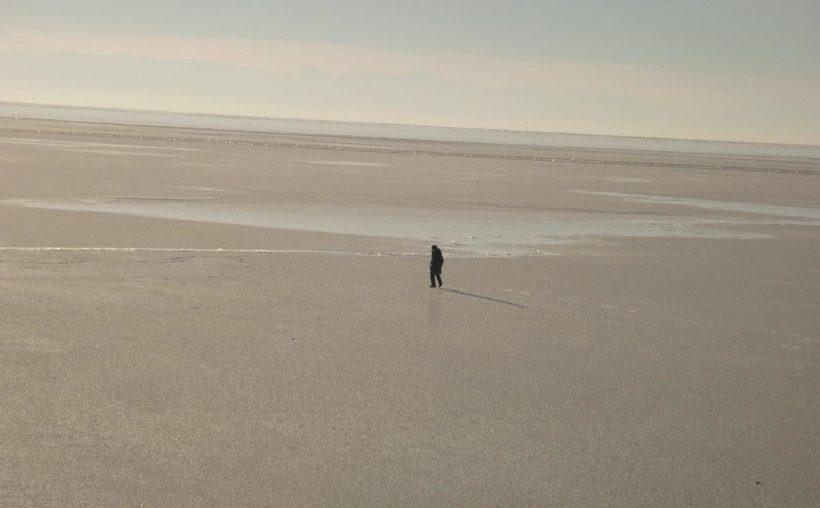 Инспекторы ГИМС сняли нетрезвого мужчину со льдины на Байкале