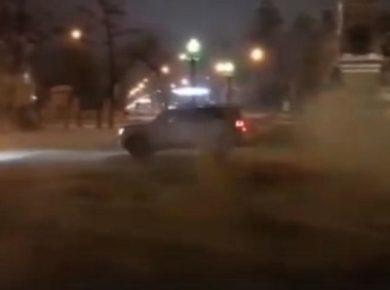 Полиция Иркутска нашла собственника авто, дрифтовавшего у памятника Александру Третьему