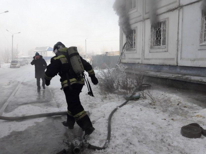На пожаре в Усолье спасли девять человек