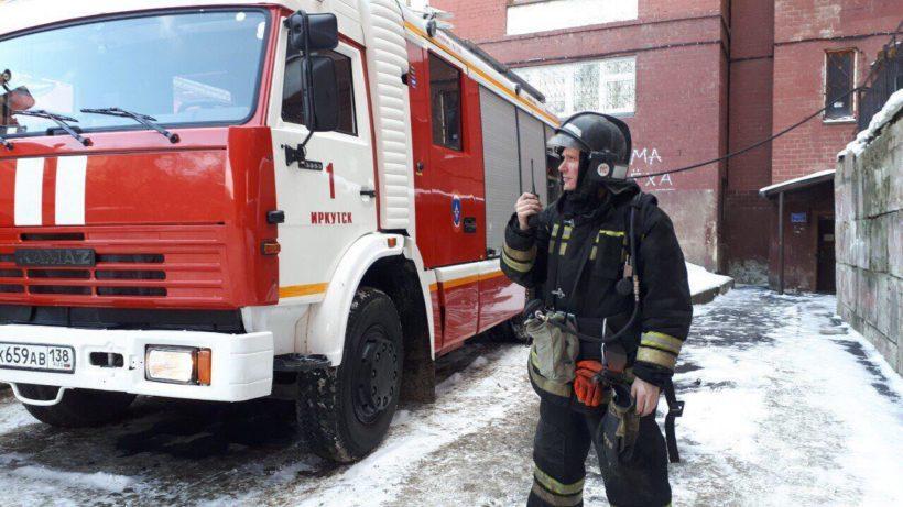Пожар произошел в жилом доме на улице Безбокова в Иркутске. Эвакуировано 16 жильцов