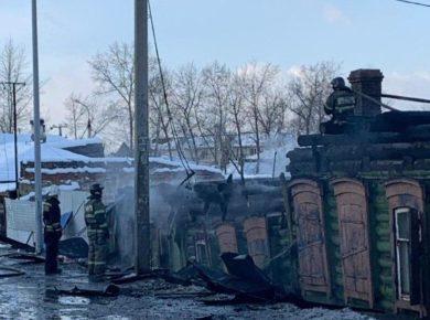 Полицейские рассказали, как спасали детей на пожаре в Иркутске. Видео