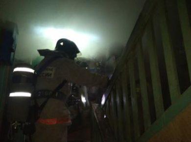 Три пожара в многоквартирных жилых домах произошли в Иркутской области ночью 29 января