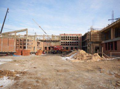 В Иркутске продолжается строительство дополнительного здания гимназии №25 и здания школы в Лесном