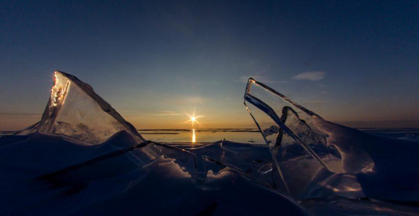 На льду Байкала развернут самый большой флаг РФ