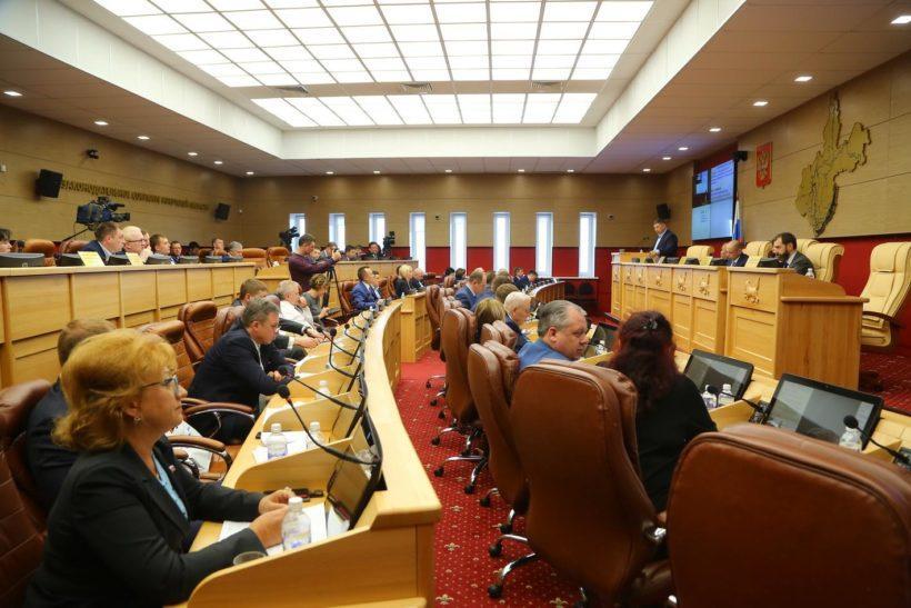Депутат ЗС попросил Совет Федерации установить минимальный размер пенсий хотя бы в 16 тысяч рублей