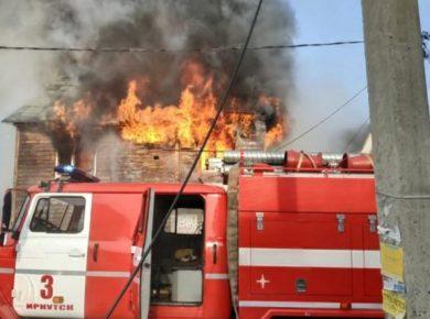 На пожаре в Иркутске спасены шесть человек. Одна женщина погибла