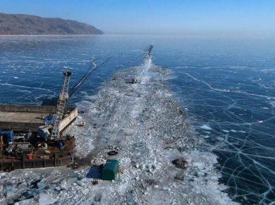 Общественники опубликовали фото со строительства завода по розливу воды на Байкале. Стройку пообещал проверить губернатор