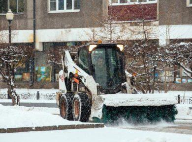 Более 120 единиц техники работают на уборке города Иркутска от снега