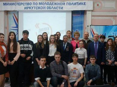 """Иркутские школьники встретились с командиром подлодки """"Мир-2"""""""