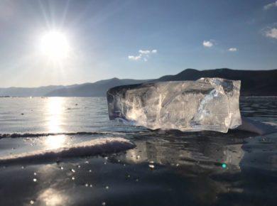 Команда ИГУ прошла 117 километров по Байкалу и привезла потрясающие фото