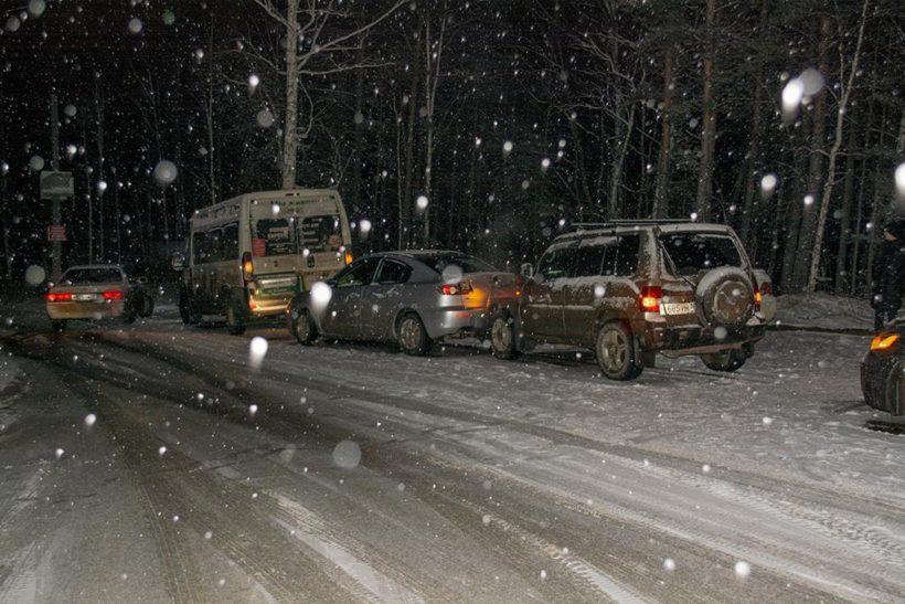 Массовое ДТП с участием маршрутки произошло на въезде в Березовый в Иркутске