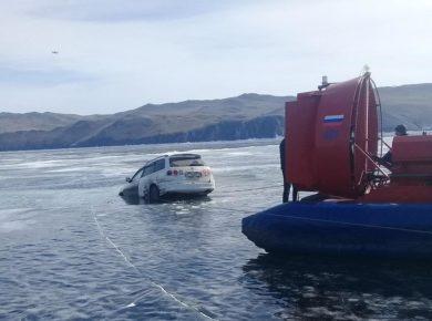 За неделю на Байкале под лёд провалились 4 автомобиля
