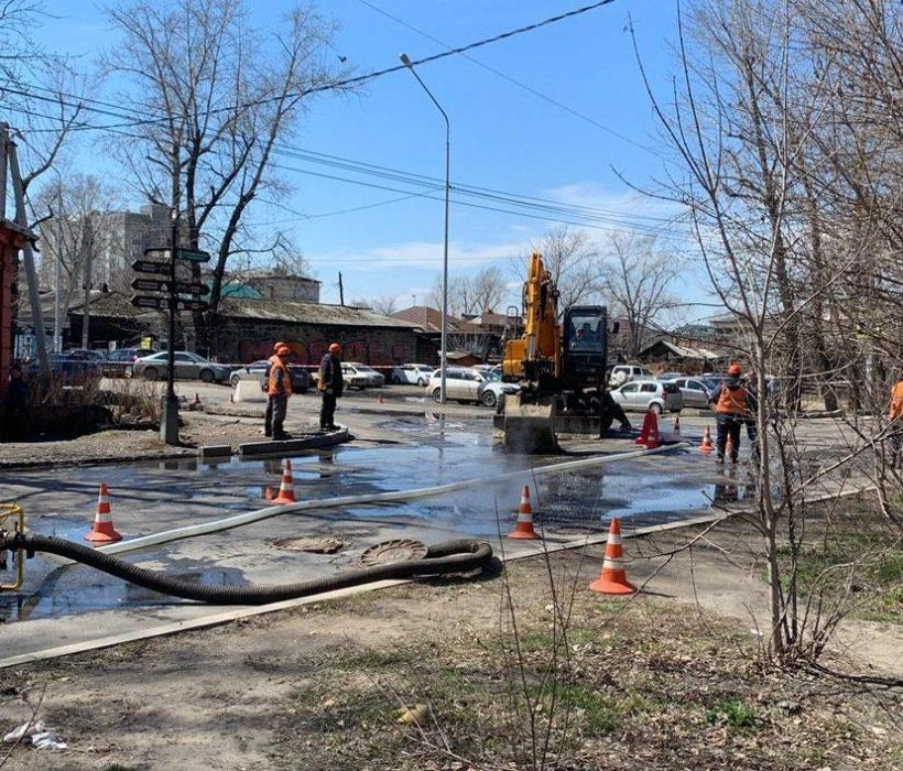 Прорыв теплотрассы в Иркутске. Фото с места