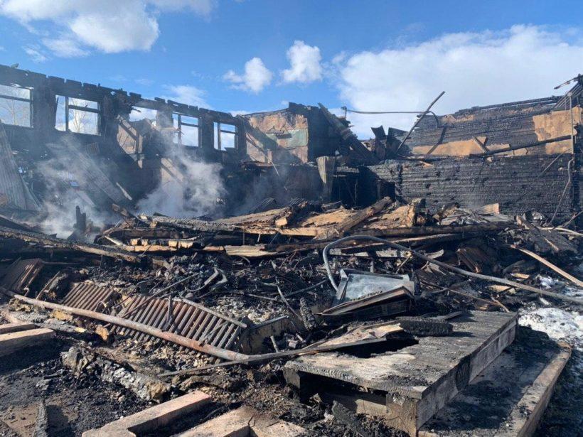 Сгоревшая школа в селе Казачинское. Фото с места пожара