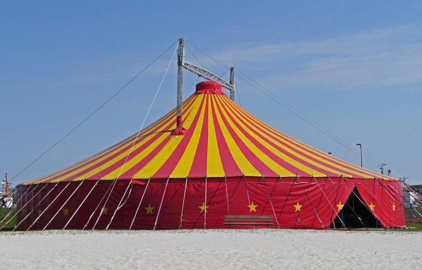 В Усть-Илимске при обрушении трибуны цирка-шапито трое человек пострадали