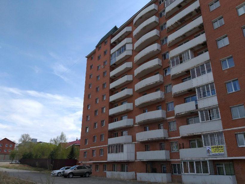 """""""Сколько мы живы, столько будем бороться"""". Что говорят жильцы многоэтажки на Пискунова, 40, которую решено сносить?"""
