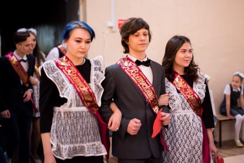 Последние звонки прозвучали для выпускников Иркутских школ. Фото