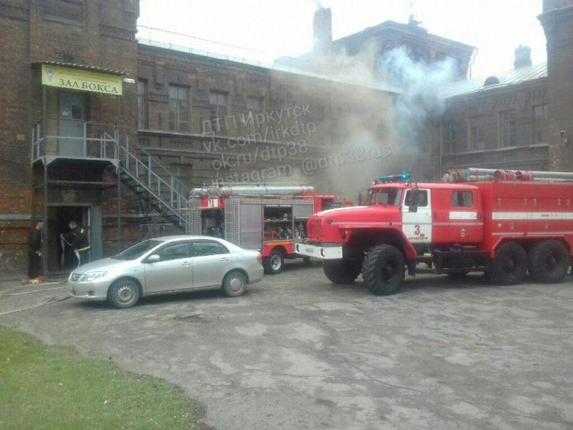 Пожар произошел в Машиностроительном техникуме в Иркутске
