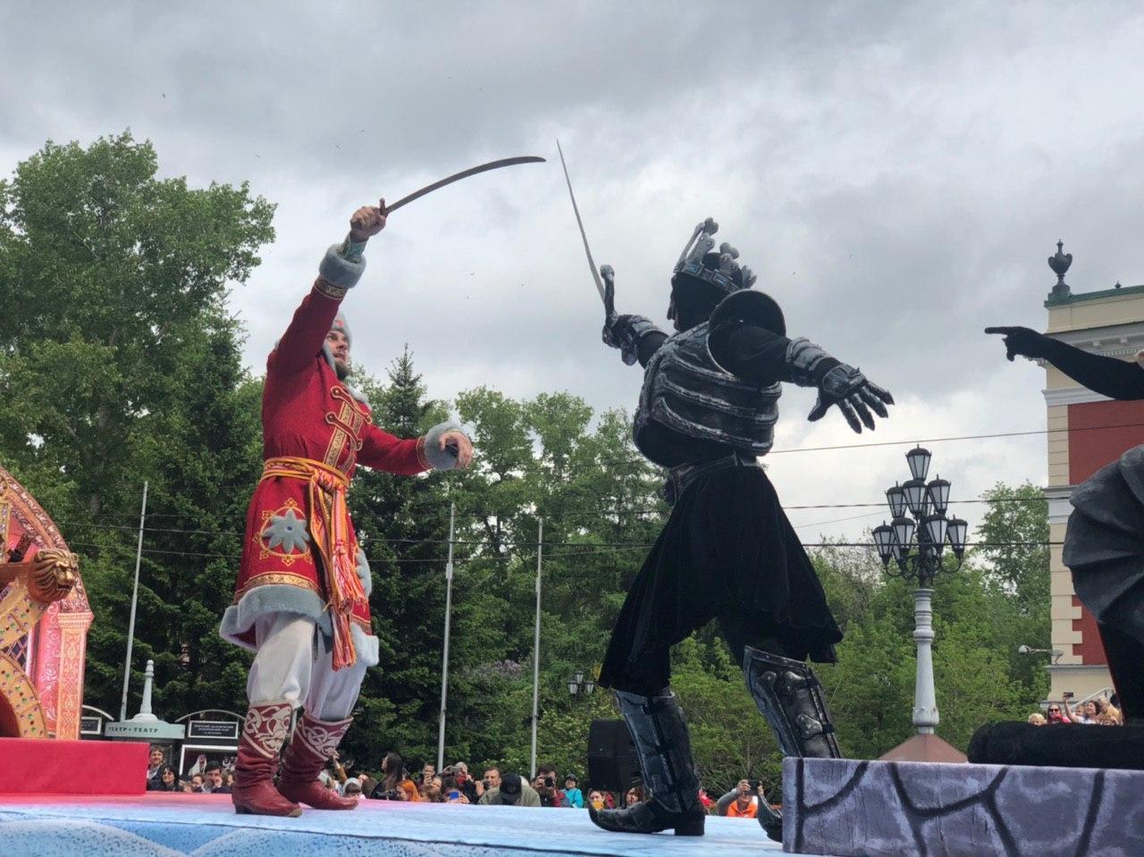 Лучшие колонны праздничного шествия наградили в Иркутске