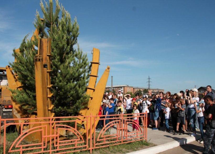 Хвойную аллею заложили в Мегете в часть 75-летия поселка