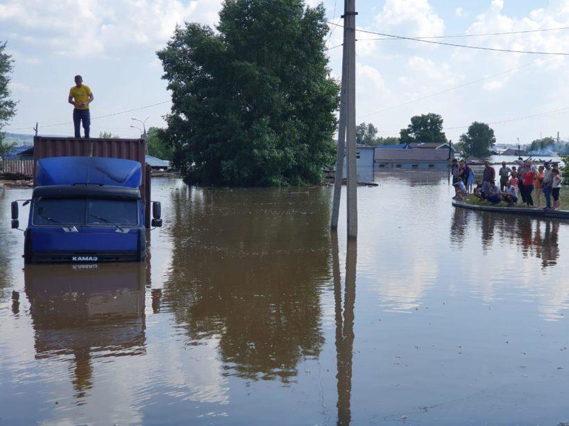 Людям, потерявшим дома из-за паводков, предоставят жилье