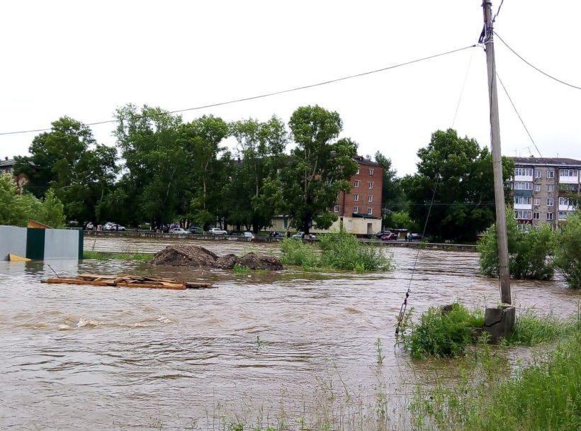 Нижнеудинск затапливает из-за подъема уровня воды в Уде. Фоторепортаж с места от горожан и МЧС