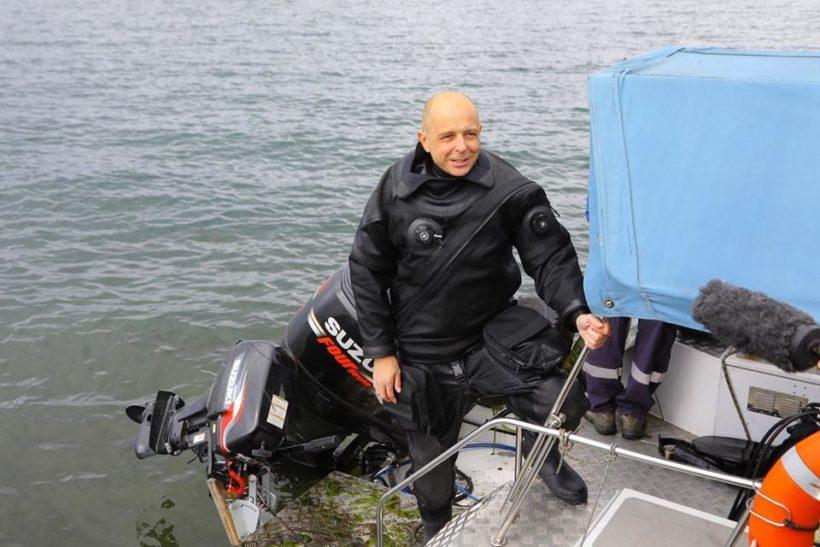 Председатель ЗС Иркутской области вместе со спасателями очистил дно Байкала в Листвянке