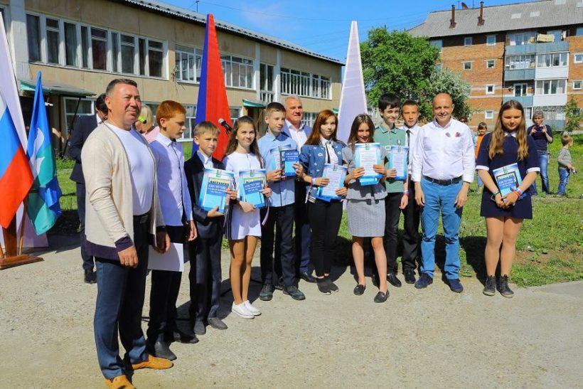 Сергей Сокол в День России вручил паспорта юным жителям Байкальска