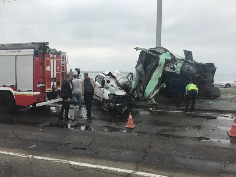 Свидетелей автоаварии на плотине ГЭС, в которой погибли две женщины, ищут полицейские Иркутска