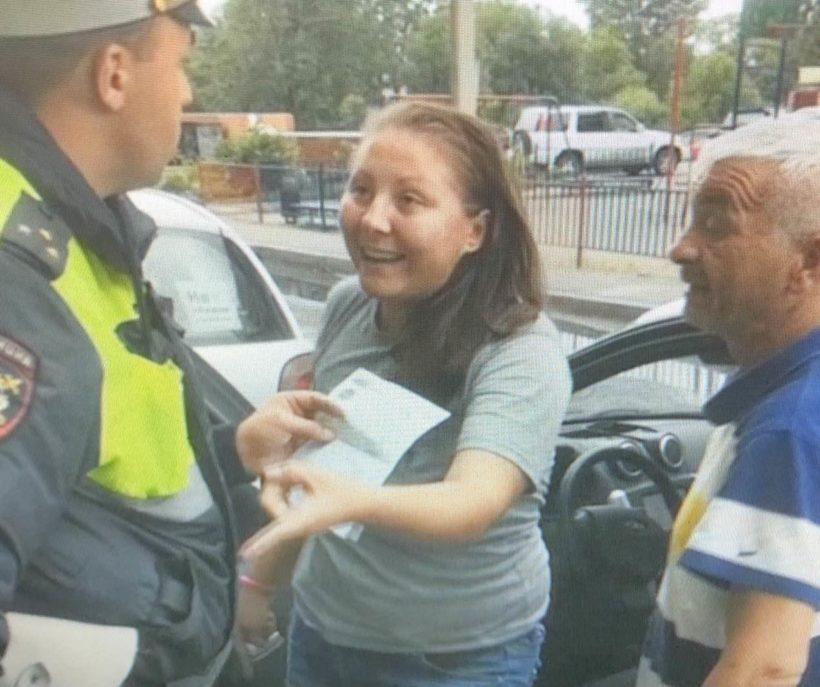 В Иркутске женщина напала на сотрудника полиции. Её объявили в розыск