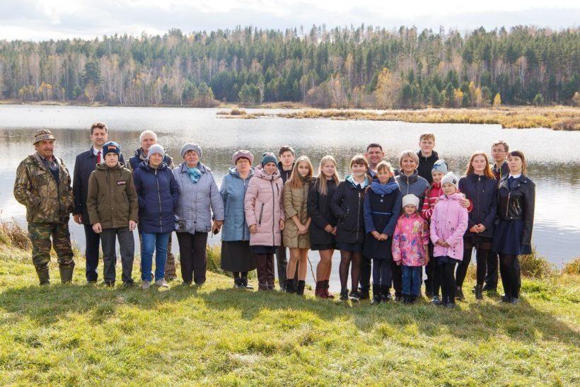 В три озера Усольского района выпустили 5 тысяч мальков