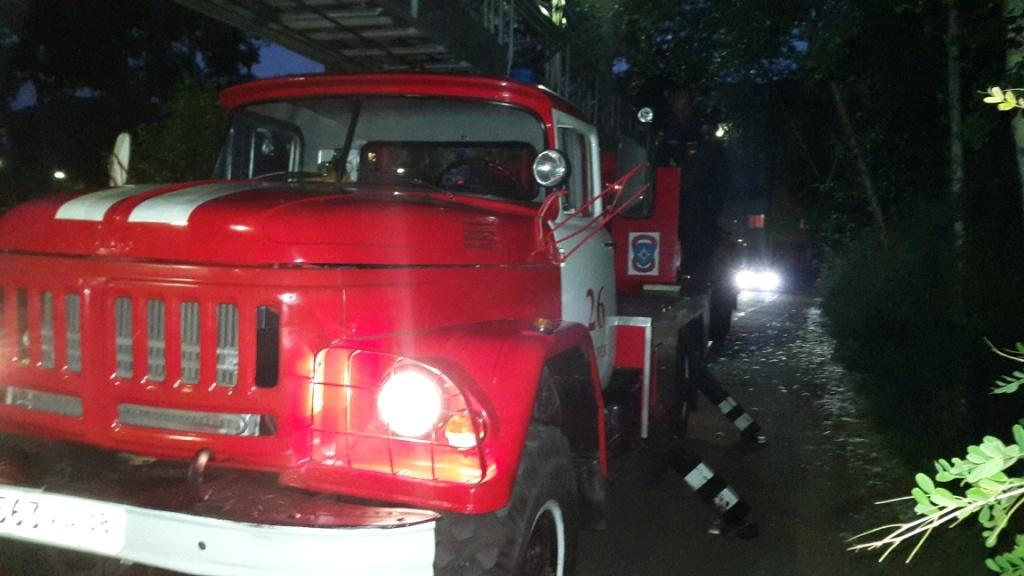 Трех человек спасли на пожаре шестиэтажного дома в Иркутске