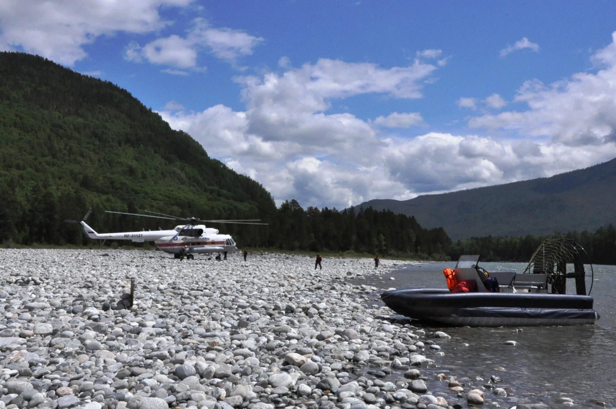 Спасатели нашли потерпевших бедствие туристов на Китое