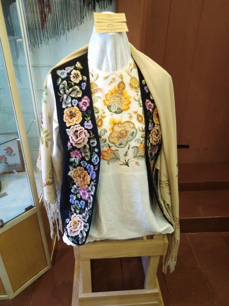 Выставка «Традиционный сибирский народный костюм. Вышивка»