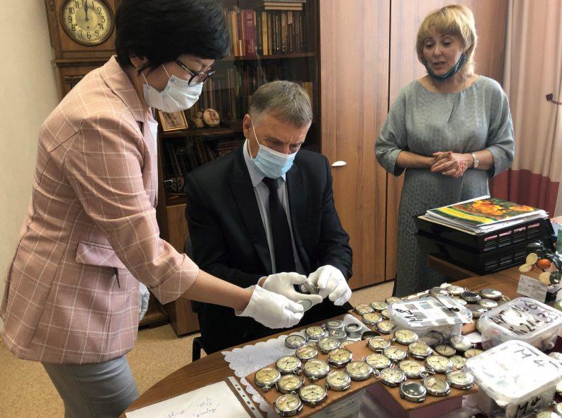 Немецкий коллекционер подарил ангарскому музею 400 часов советского производства