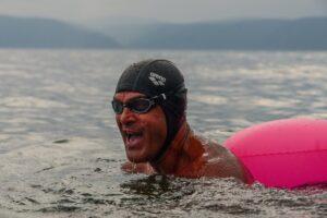 Пять пловцов без гидрокостюмов переплыли Байкал с Выдрино до Листвянки