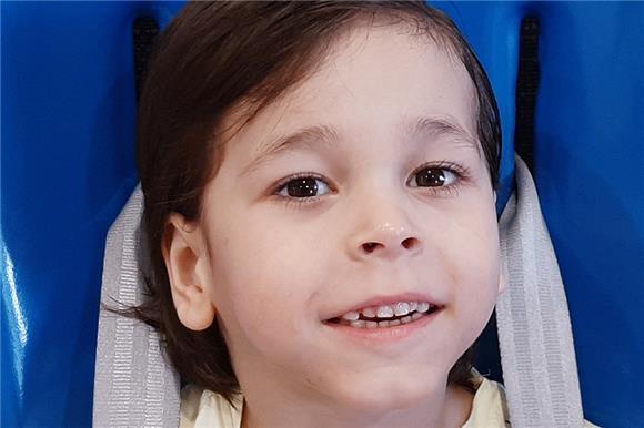Пятилетней Полине из Ангарска собирают средства на лечение ДЦП