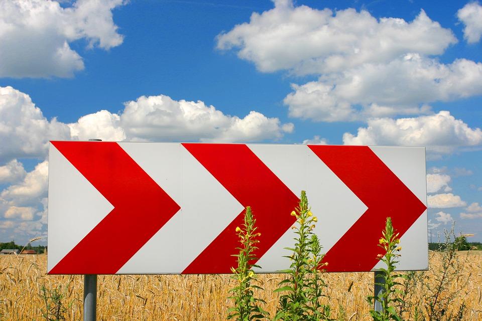 """Знаки с """"бегущим огнем"""" установят на опасных поворотах федеральных дорог в Иркутской области"""