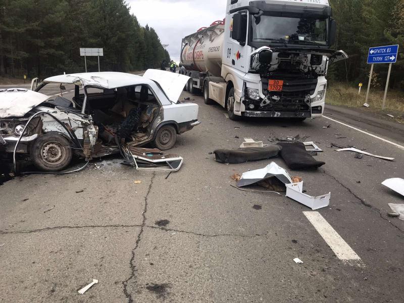 """В Братске водитель """"Жигули"""" пострадал в ДТП при столкновении с бензовозом"""