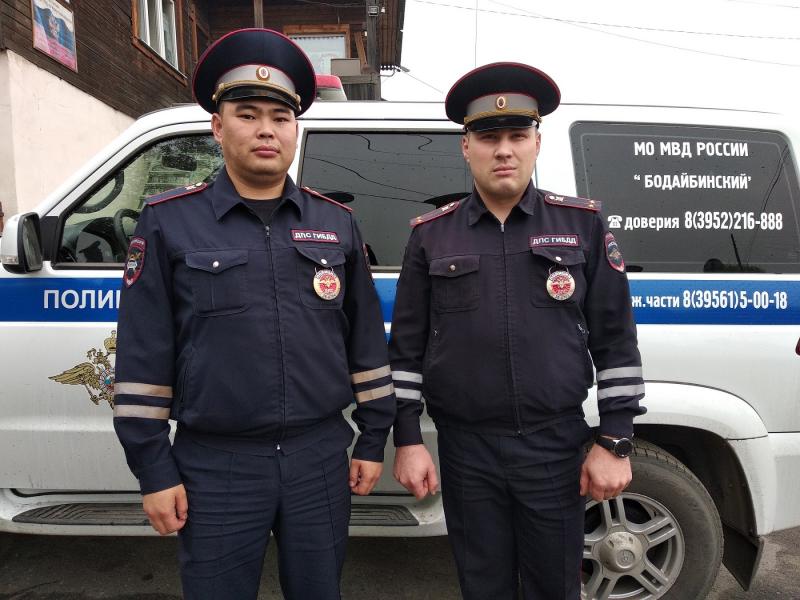 Полицейские спасли пятерых мужчин из запертого горящего дома в Бодайбо
